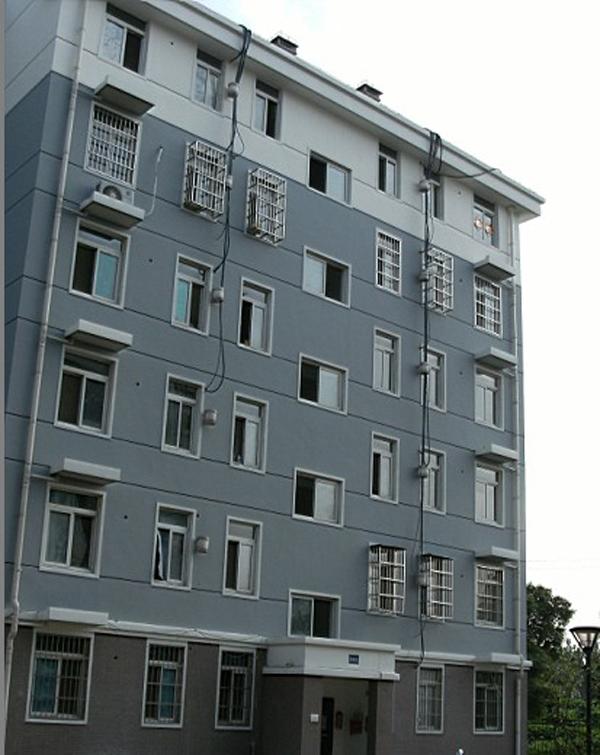 外墙贴砖效果照   外墙贴砖工作进行中(3)   房屋外墙瓷砖