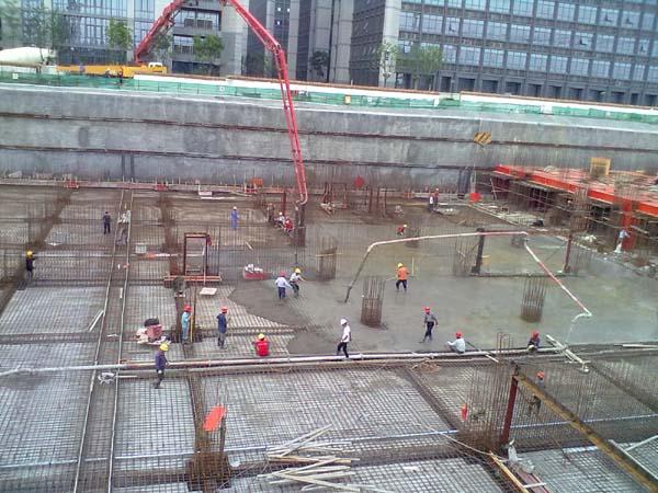科研生产楼1#地下室底板混凝土浇筑全部完成